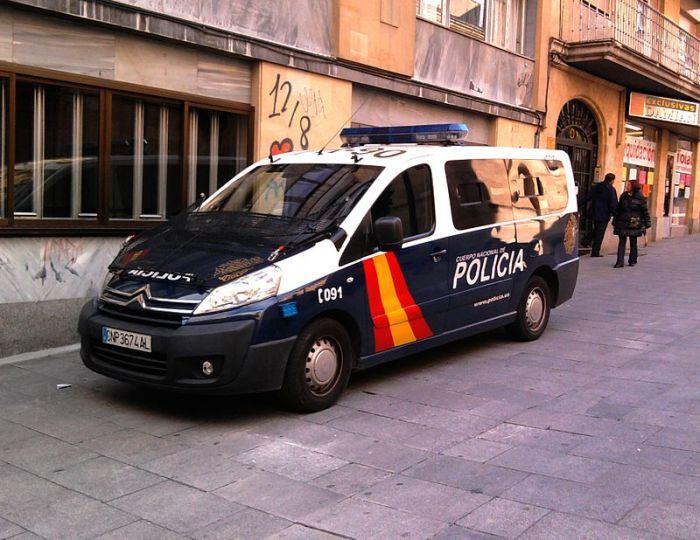 800px-Citroen_Cuerpo_Nacional_de_Policía_in_Salamanca