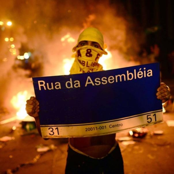 13-06-26_pedro-rocha-de-oliveira_a-classe-mc3a9dia-vai-ao-protesto