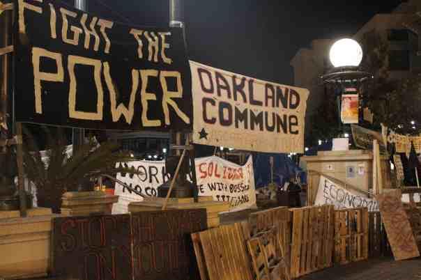 oakland-commune-barricade