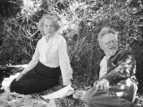 hoov-10-02-28-ph01-patenaude-trotsky-picnic
